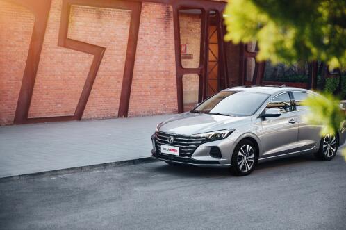 口碑车型逸动打造新款,逸动PLUS引领高端品质新家轿